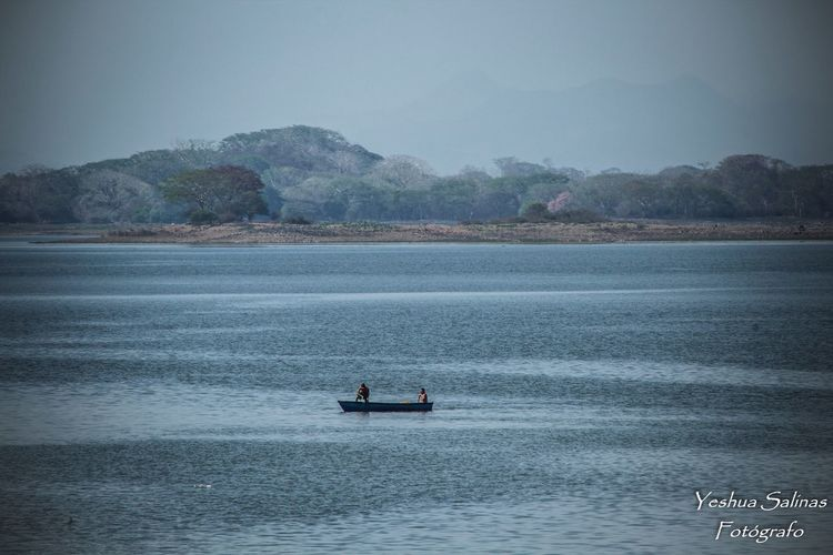 Men Two People Suchitlan Lake Suchitoto ElSalvador  Elsalvadorimpresionante Lake View Lake Landscape Water Fishermen Fish Boat EyeEmNewHere