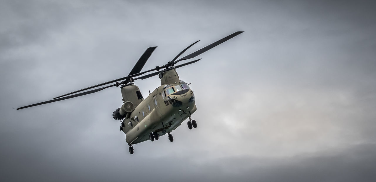 Army Helicopters Airforce Army Chinook Cloud Cloud - Sky Day Flight ✈ Giant Helicopter Low Angle View Military Military Aircra Mode Of Transport No People Outdoors Rotorblade Services Sky Transport Transport Carriers
