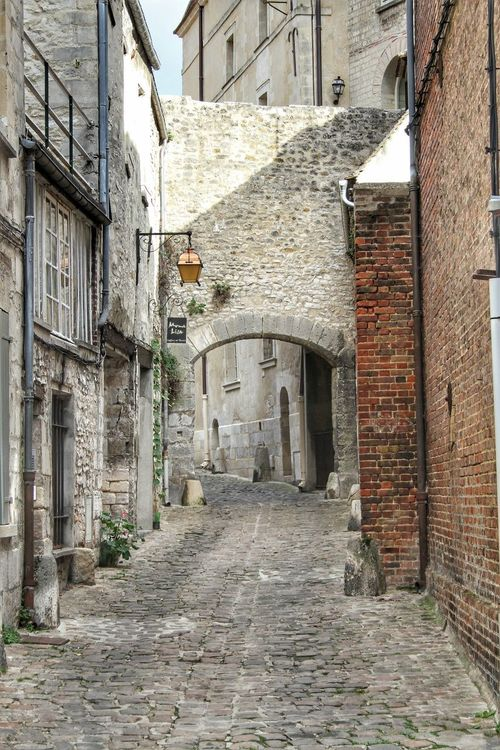 Architecture Built Structure Building Exterior The Way Forward Day Outdoors No People City Architecture Senlis Instalike Getty Images Rue Streetlife Streetphotography Colored Background Vintage Landscape Beauty Steampunk Shop Boutique Historic History Sculpture