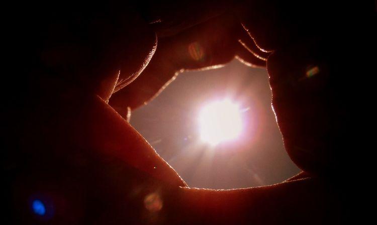 ❤❤❤ good morning :) https://www.youtube.com/watch?v=5zYOKFjpm9s Bright Close-up Good Morning Sunshine Hand Lens Flares My View Nature Randomness Rebirth Sky Sun Tunnel Warmth