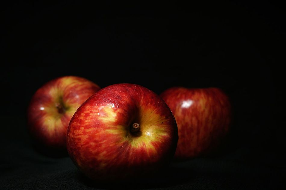 Lieblingsteil Black Background Healthy Eating Food And Drink Studio Shot Fruit Apples Apple - Fruit Darkness And Light Dark Photography Mexico Enjoy The New Normal EyeEmNewHere Capture The Moment Nightphotography Macro Photography Manzanas Freshness Red Food Close-up Indoors  Welcome To Black