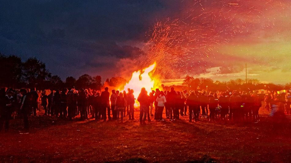 Flame Burning Night People Silhouette Outdoors Large Group Of People Togetherness Sky Osterfeuer Easter Fire Minden, Germany Minderheide Samsungphotography Samsung Galaxy S6 Samsung Photography Silhouette Silhouette Photography Silouette & Sky