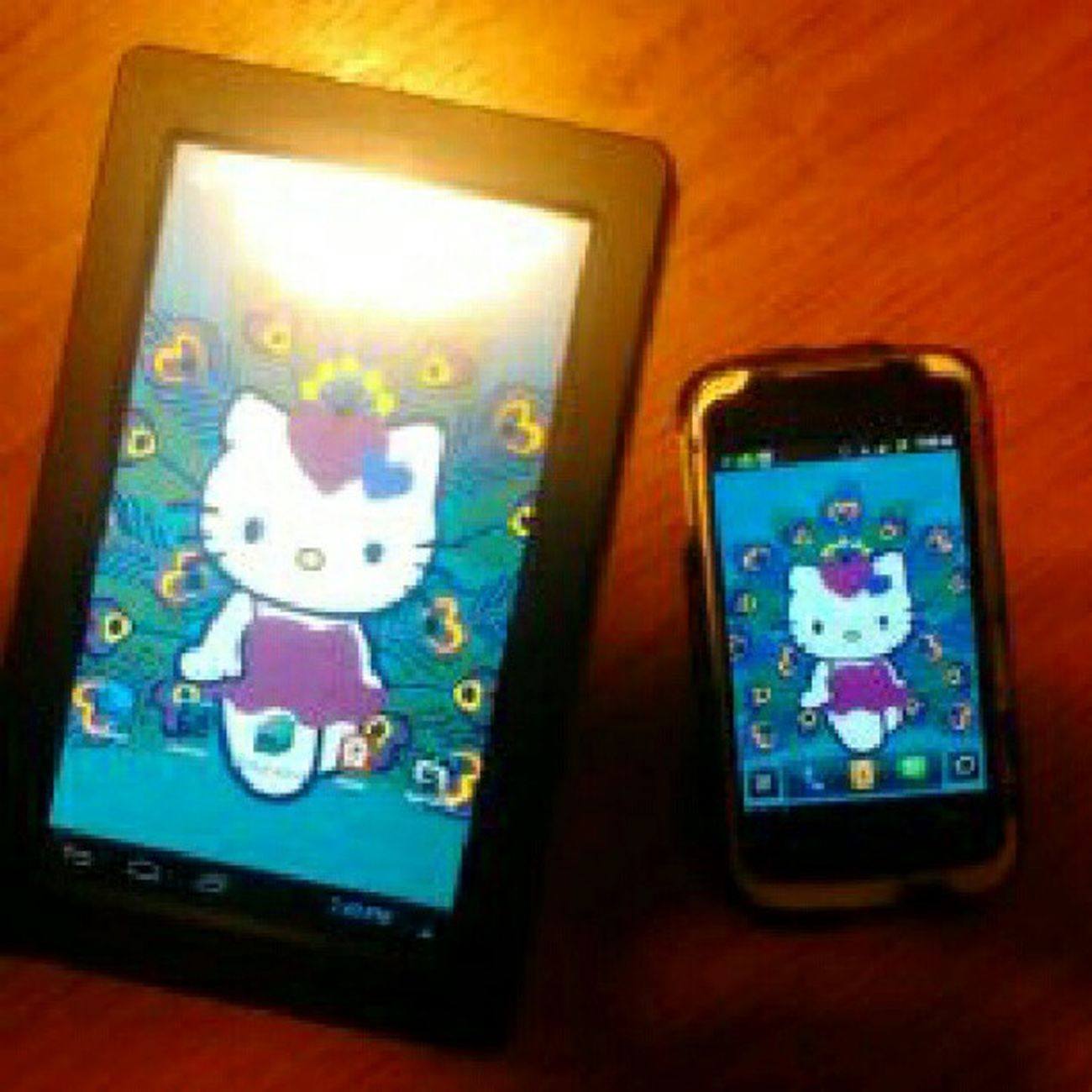Oh cute. They match. #tablet #phone #android Android Phone Tablet Hellokitty Sanrio Hellokittyjunkie