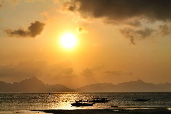 Chasing the sunset. Sunset Breathtaking Corongcorong Worthit Elnidopalawan Summervacay Iloveelnido Paradise Placetovisit Bloggerlife 43 Golden Moments Photography Snapseed Eyeem Philippines EyeEm Leimeafotografia