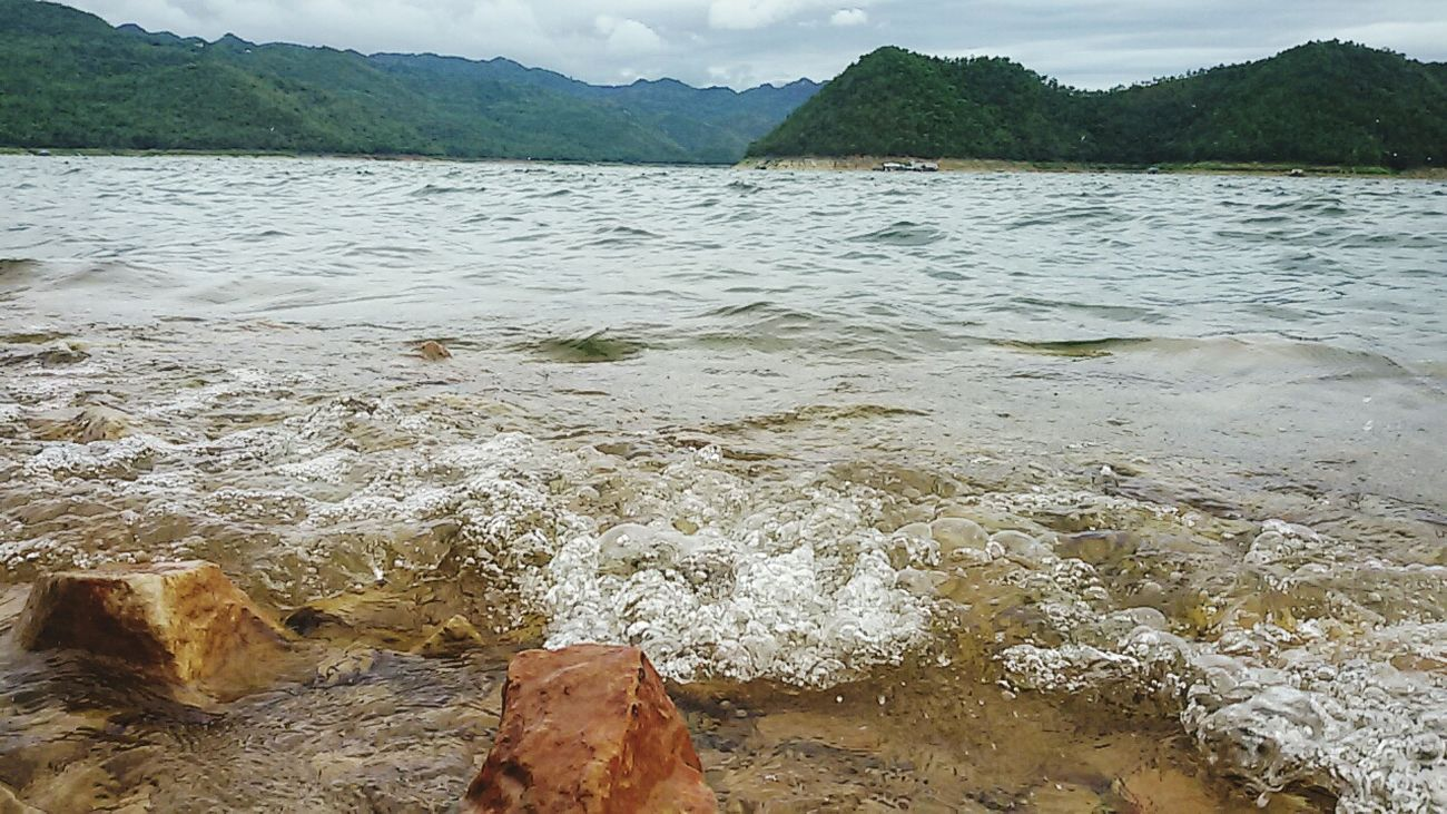 ลมเย็นๆ กับน้ำใสๆ แพแม่น้ำใสแพพักบนน้ำ