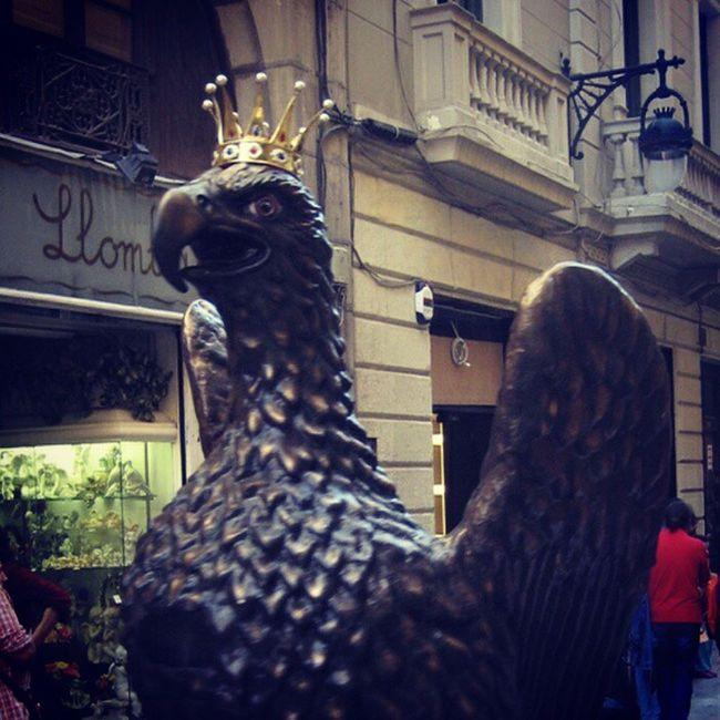 TROBADA D'ÀLIGUES DE CATALUNYA A REUS L'Àliga de Barcelona (el Barcelonès)- figura d'au reial de llarguíssima tradició i que va ser realitzada de nou per l'escultor Manel Casserres l'any 1898 i reformada per Xavier Jansana. Balla al davant de l'altar de Santa Maria delMar en el marc de les festes de Santa Eulàlia. Cracreus2014 Aligadereus Trobadadaliguesdecatalunya Aligadebarcelona