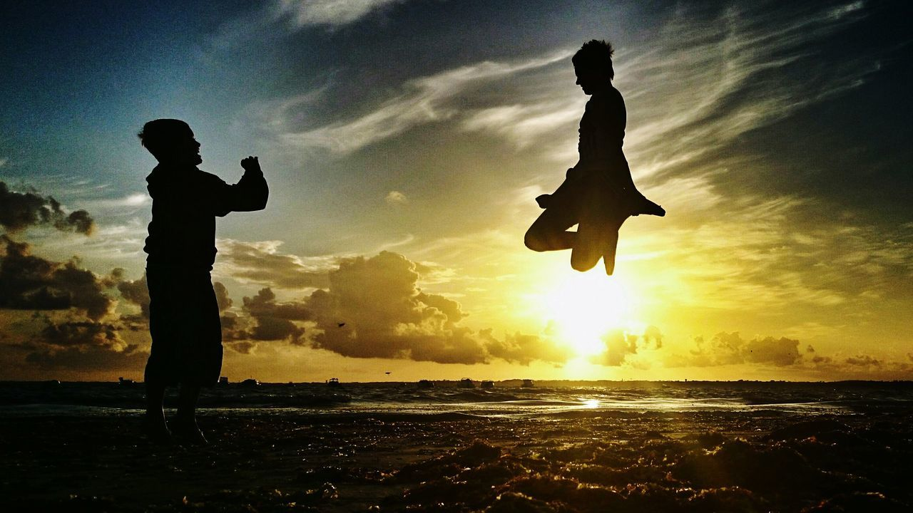 Lévitation Silhouette Sunset Outdoors Two People Water Sky Full Length Live For The Story