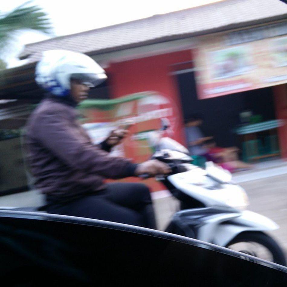Peraturan dibuat buat dilanggar ya pak pol ?! Good job INDONESIA ! INDONESIA PERATURAN Hüküm Pelanggaranhukum