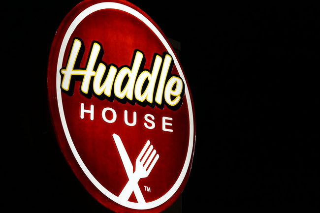Huddle House. Black Background Brand Capital Letter Circle Communication Dark Food Huddle House Illuminated Night Restaurant Showcase March Sign Signs Sony A6000 Text Western Script