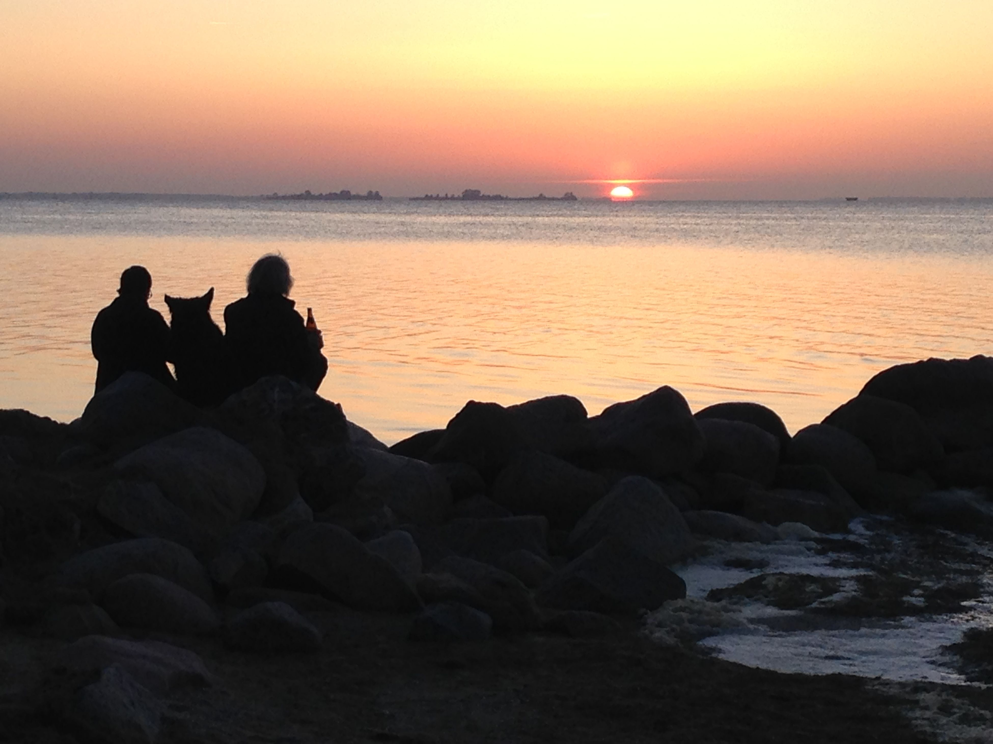 sea, water, sunset, horizon over water, silhouette, scenics, beauty in nature, rock - object, tranquil scene, tranquility, idyllic, beach, sun, nature, orange color, men, leisure activity, sky, rock formation