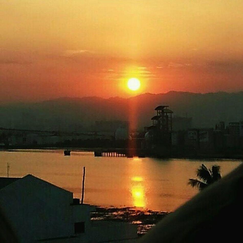 Sunset #sun #clouds #skylovers #sky #nature #beautifulinnature #naturalbeauty Photography Landscape [a:334203] Sunset_collection Eyem Gallery eyem natureEyeEm Nature Lover Eyeemcollection Eyeem Philippines Eyeemmactan Mactanbridge