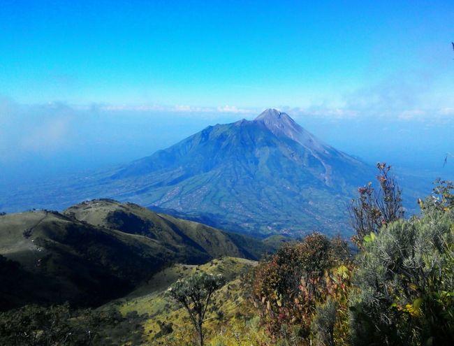 The Adventure Handbook Taking Photos Mountain View INDONESIA EyeEm Best Shots Open Edit EyeEm Global Meetup Sky And Mountains Wonopringgo Merbabu Mountain