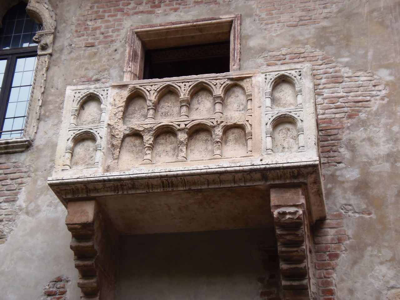 Architecture Building Exterior Historic Window Travel Photography Balcony Shot Balcony View RomeoYJulieta Romeo&juliet Balconyview Romeo E Giulietta Romeo And Juliet's Balcony Romeoandjuliet Romeo And Juliet Juliet's Balcony Juliethouse Juliet And Romeo Juliet's House Juliet Balcony Verona In Love Verona Italy Verona EyeEm Best Shots - Architecture Italian Style Italy Vacation