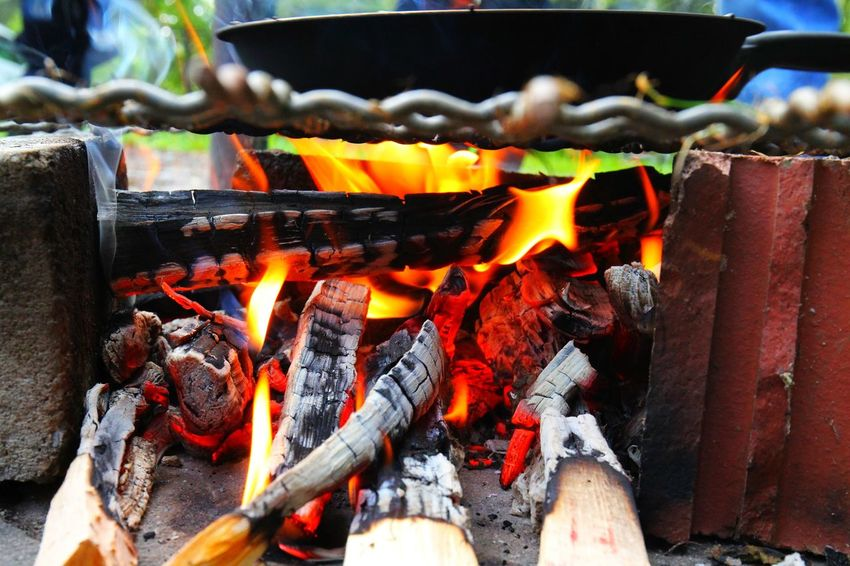 Asche Ash Bonfire Burning Close-up Day Fire Pit Flame Glowing Glut Heat - Temperature Hinterland Hitze No People Outdoors Pfanne Worm