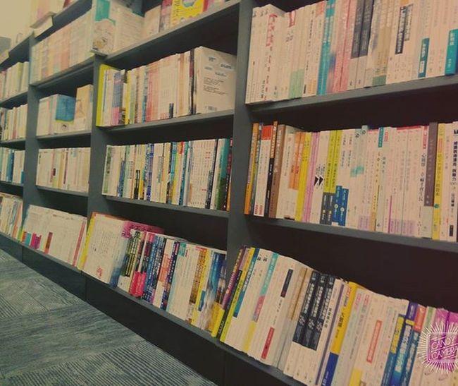 虚名浮华, 乱人心眼 皆不能让纯洁的心灵 消融绽放的香气 萎缩灵魂的充盈🍁 책들이 책 서점 혼자 혼자서 심심해서그램 그냥 기분좋아 자유시간