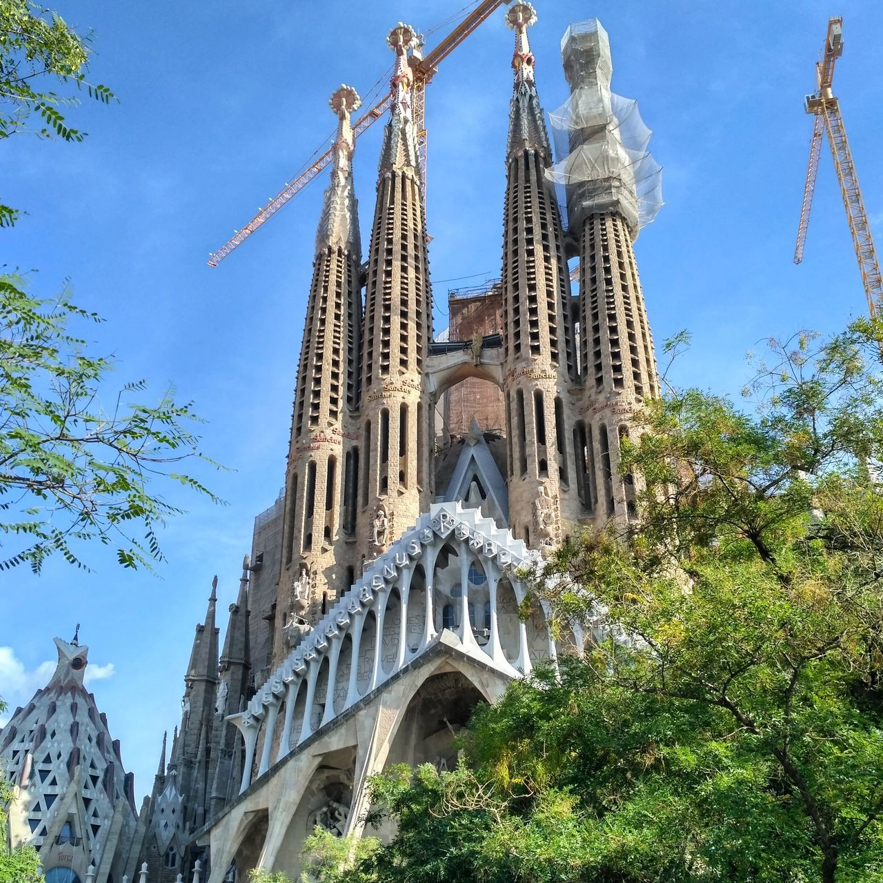 Храм Святого Семейства. Барселона. Sagrada Familia. Barcelona. Spain. Travel Destinations Sagradafamilia Church Chiesa долгострой Церковь храм Outdoors Cultures Clock Tower Day Барселона Испания архитектура SPAIN España история гауди Storia Gaudi Barcelona Gaudi Built Structure Barcelona Architecture