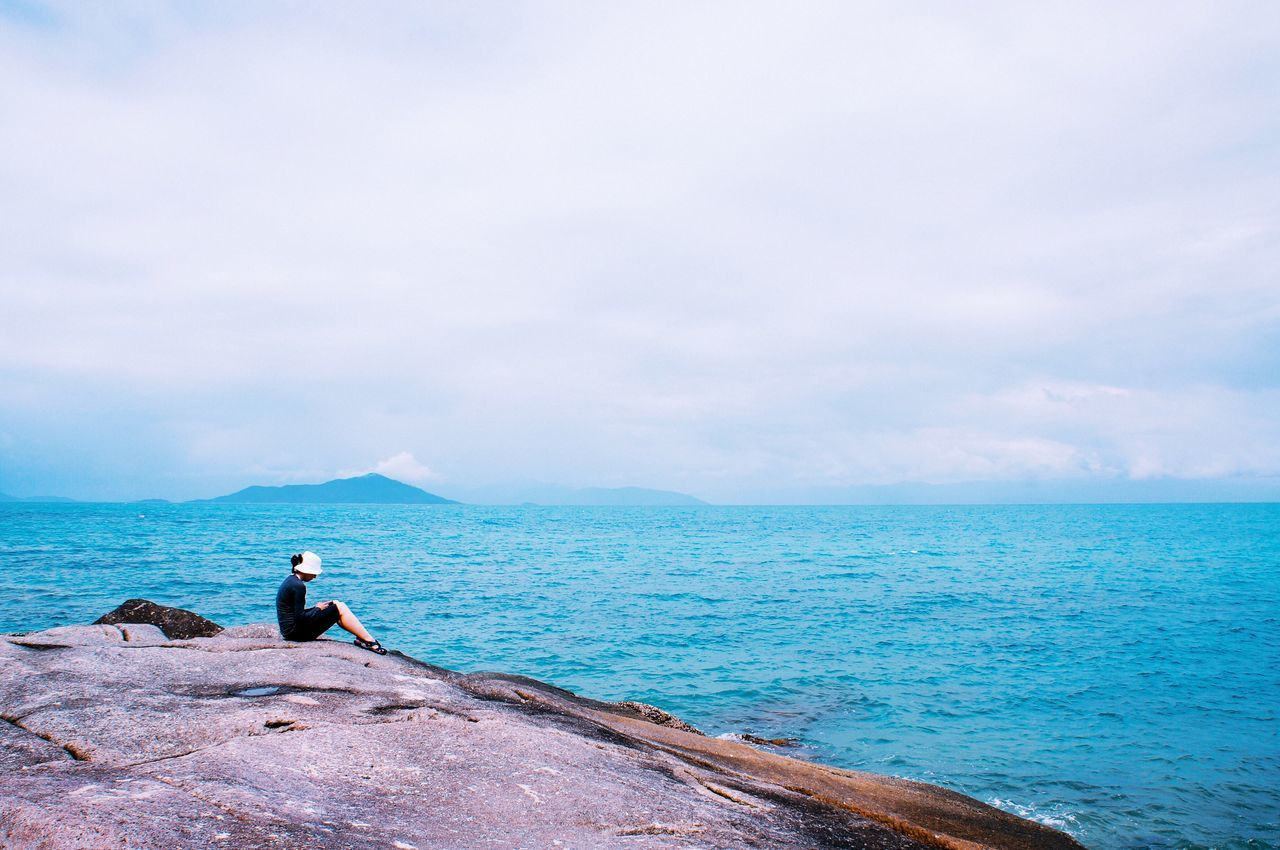 Sea Sky Water Full Length Horizon Over Water One Person Real People Nature Beauty In Nature Tranquil Scene Tranquility Idyllic Outdoors Scenics Cloud - Sky Leisure Activity Day Men