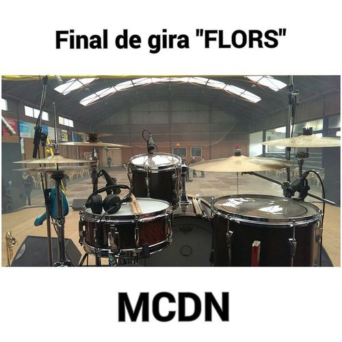 Avui final de gira de FLORS amb el @grupmacedoniaoficial Drumkit Drummer Yamahadrums Snarepearloh vicfirth vatersticks ziljiancymbals istanbulmehmed avediscymbals gibraltarhardware remodrumheads MCDN PhotoGrid