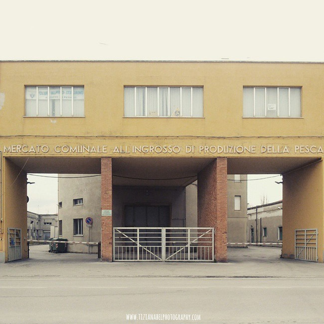 Fano www.tizianabelphotography.com Fano Marche Visitmarche Italy Visititaly Archilovers Architecturelovers Architecture City Street Streetstyle Urban Streetstyle Explore Travel Space Mercato Pesca Color Crema Tagsforlikes Like Like4like Morning Ignt_concretejungle