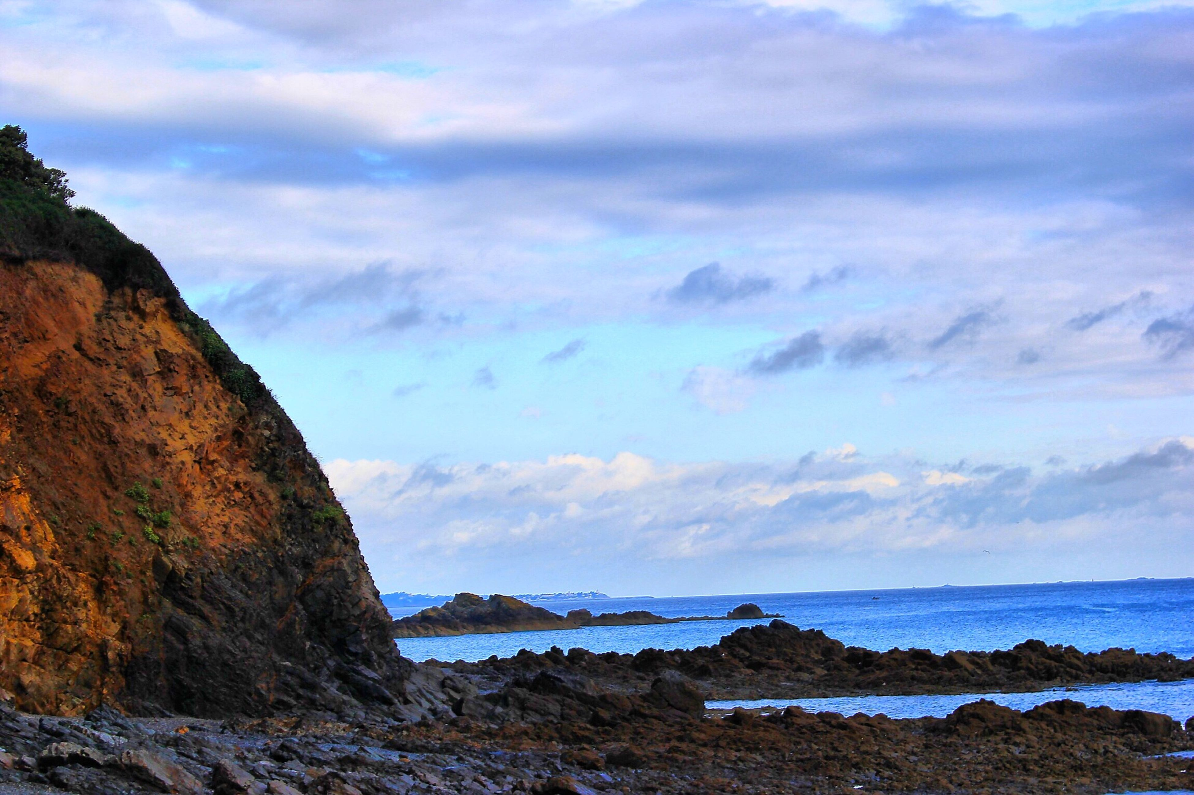 sea, horizon over water, water, sky, scenics, tranquil scene, beauty in nature, tranquility, beach, rock - object, nature, rock formation, shore, cloud - sky, cloud, idyllic, coastline, rock, cliff, cloudy
