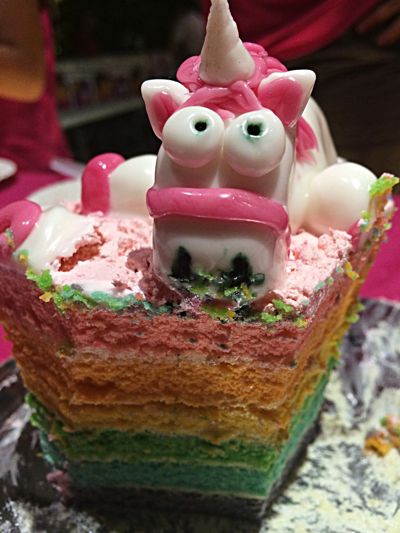 Yummy and pretty homemade unicorn rainbow cake! Yummy Pretty Unicorn Rainbow