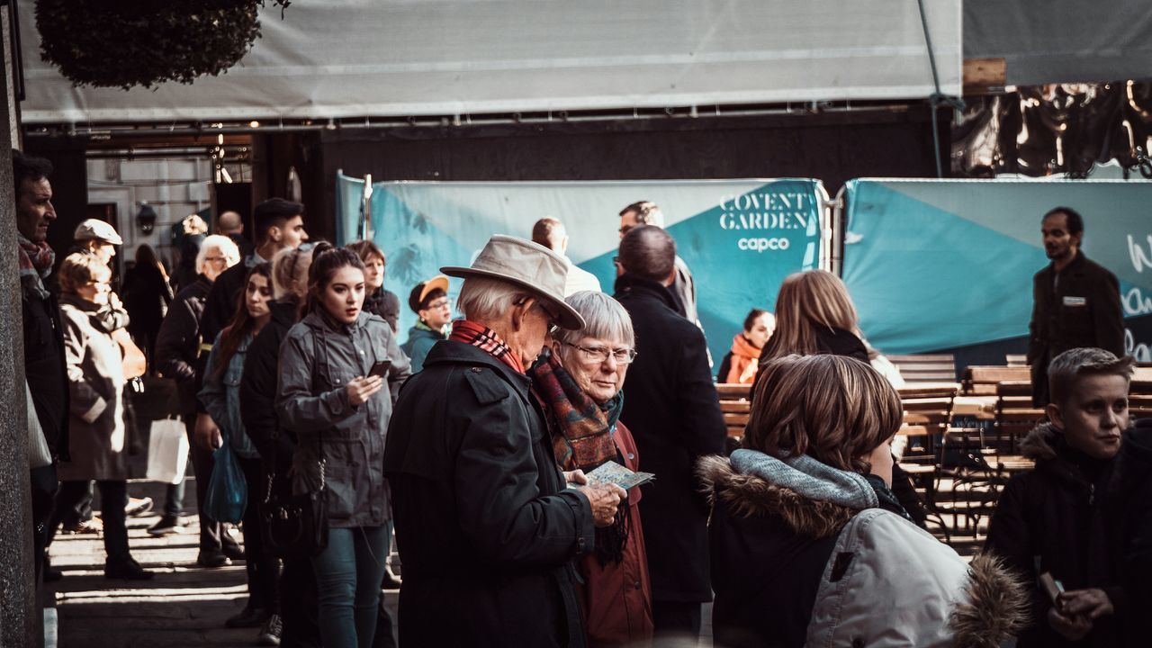 Adults Only People Adult Friendship Day EyeEm Best Shots Depth Of Field Check This Out Shallow Depth Of Field Eye4photography  EyeEmNewHere Outdoors Season  Couple Fashion Old Man Hat Crowded Place Covent Garden Market The Street Photographer - 2017 EyeEm Awards