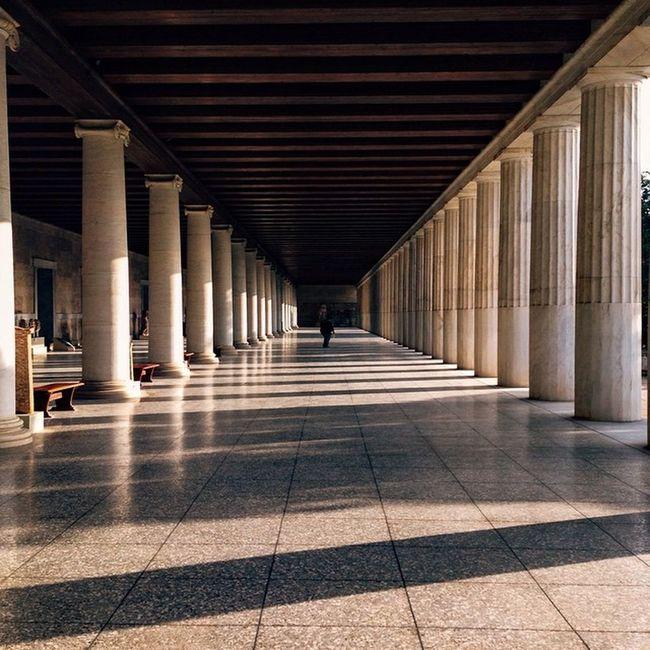 Walking into infinity. Agora in Athens . Doyouskrwt Skrwt Allhailsymmetry Vscocam VSCO Vscogreece Igersgreece Igers_greece Grupamobilni Mobilnytydzien8 Mobilnytydzien