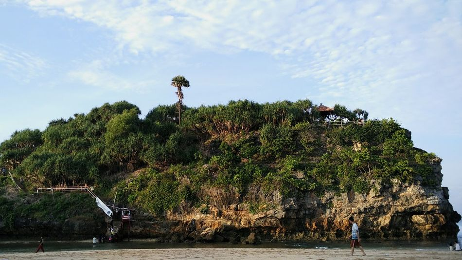 The Essence Of Summer Beach Pantaidrini Gunungkidul Yogyakarta Morningview Sea Waters