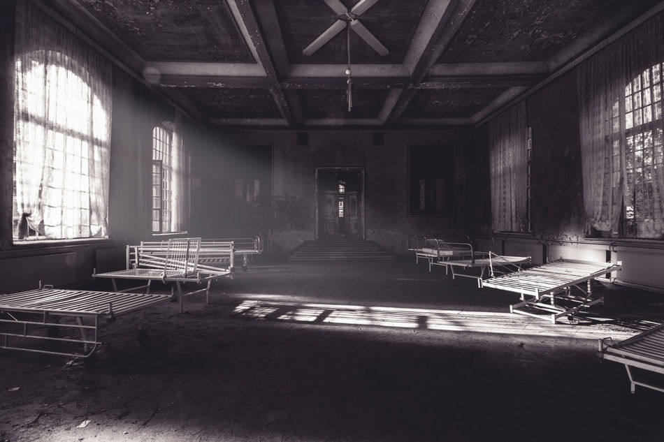empty bedroom - child psychiatry - album: wasteland by www.eightTWOeightSIX.de Window Bedroom Group Of Objects Hall Hospital Urban Exploration Urbanphotography Urbanexploration Urban Escape Wasteland Decay Decaying Building Building Blackandwhite Black And White Black & White Black&white Darkness And Light Darkness Horror Atmosphere Creepy Fallout Germany Urbex The Secret Spaces