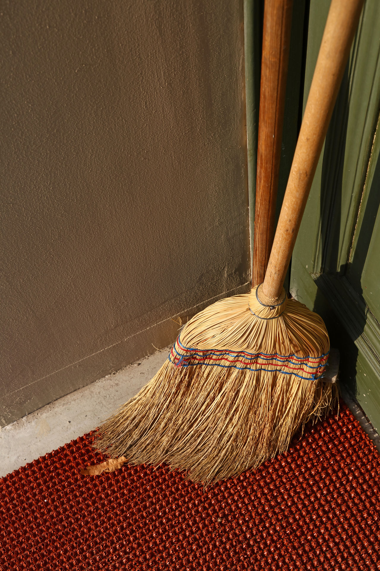 Sweeping brush swab in the corner on the floor Brush Clean Up Cleaning Cleaning My Room Cleaning Up  Close-up Corner Day Floor Home House Indoors  Mopping No People Room Swab Sweeping Sweeping Brush Swob