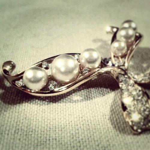 Pearls! Brooch Pin Littlethingsthatmakemehappy Ornament