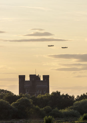 2 Lanca Castle History Lancaster Bomber Military Aircraft Outdoors Planes Sky Ww2 Bomber