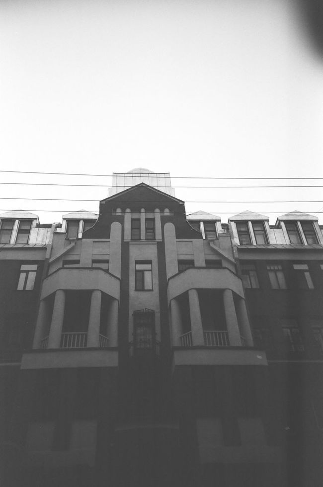 Built Structure Architecture Window Clear Sky Exterior Building City Monochrome Photgraphy Saintpetersburg FiftyShadesOfGrey Blackandwhite Monochrome Doublecolors 50shadesofgrey Facades Black And White Grayscale Bandw Anticolors Fiftyshades Shadow Slide Building Exterior Streets Architecture