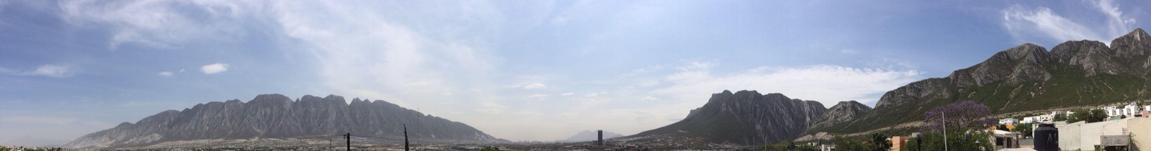 Santa Catarina bonita panorámica desde mi casa por esos cerros amo mty