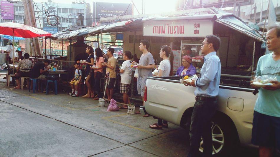 ทำบุญตักบาตร Thaiculture Buddhist Beautiful Morning Doinggood Waiting Peple Thai Bangkok