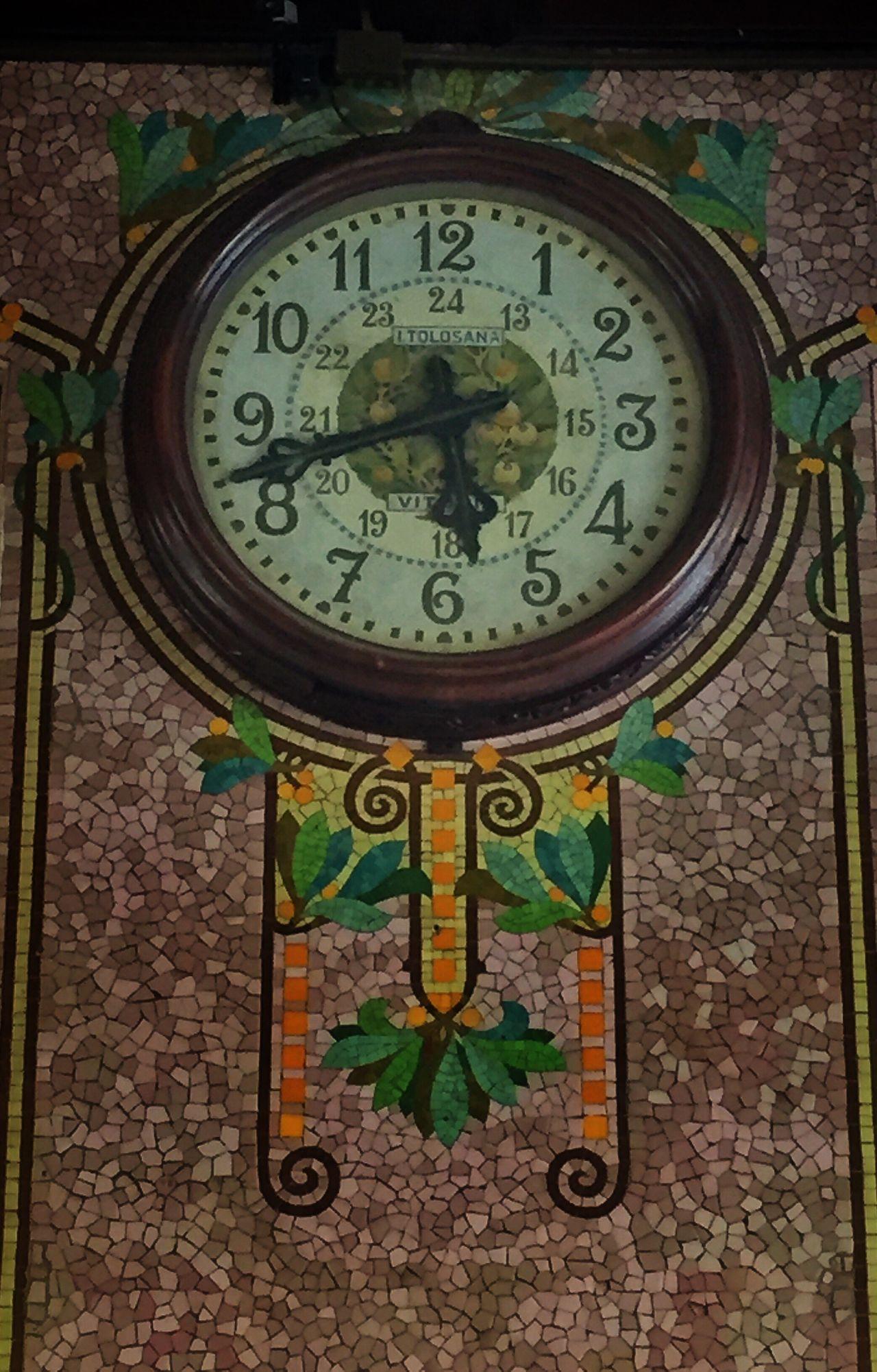 Estación Del Norte Clock