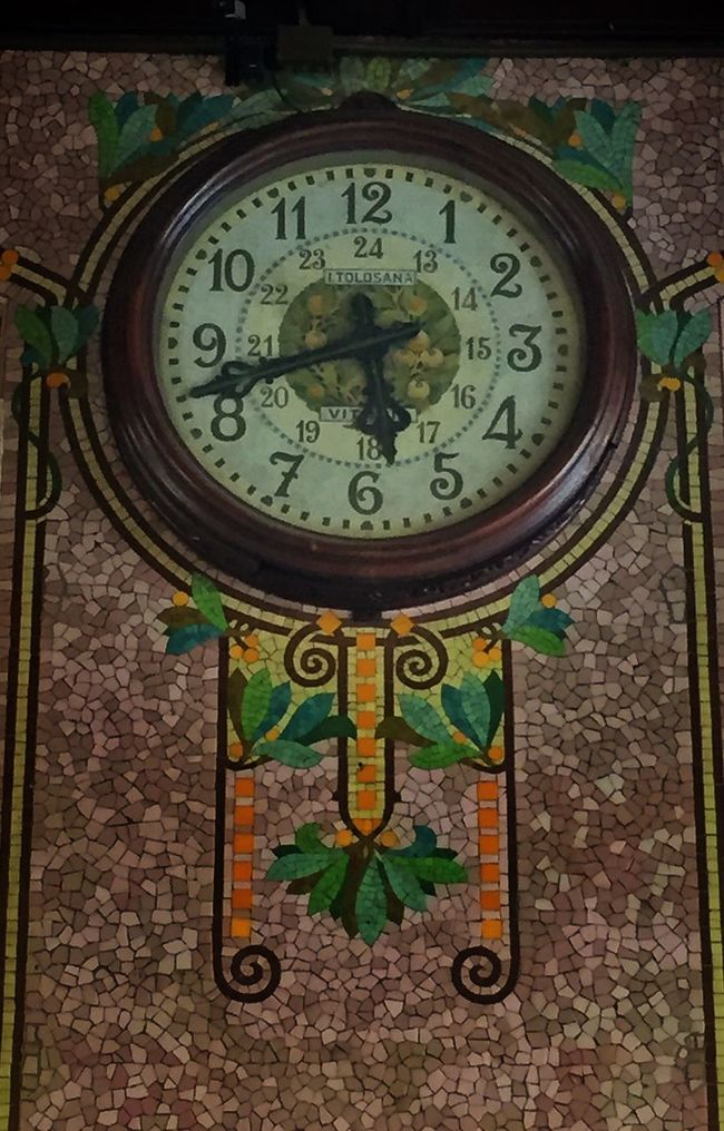 Estación Del Norte Clock