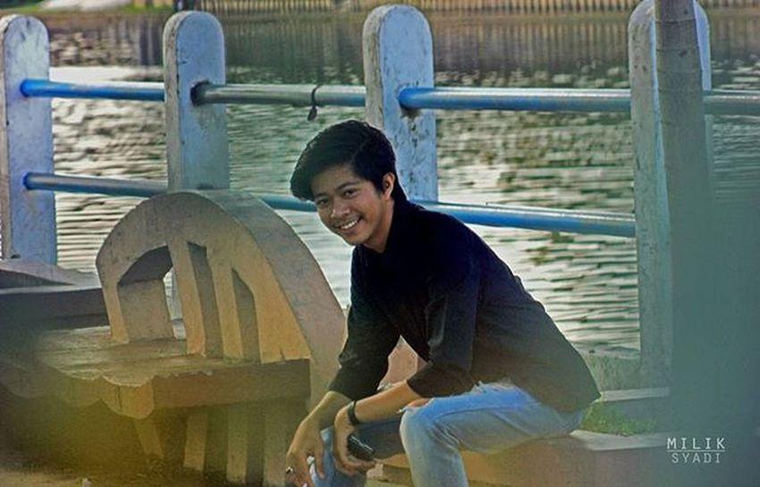 Tersenyumlah.. Fotography Freelance Miliksyadi Latepose Human