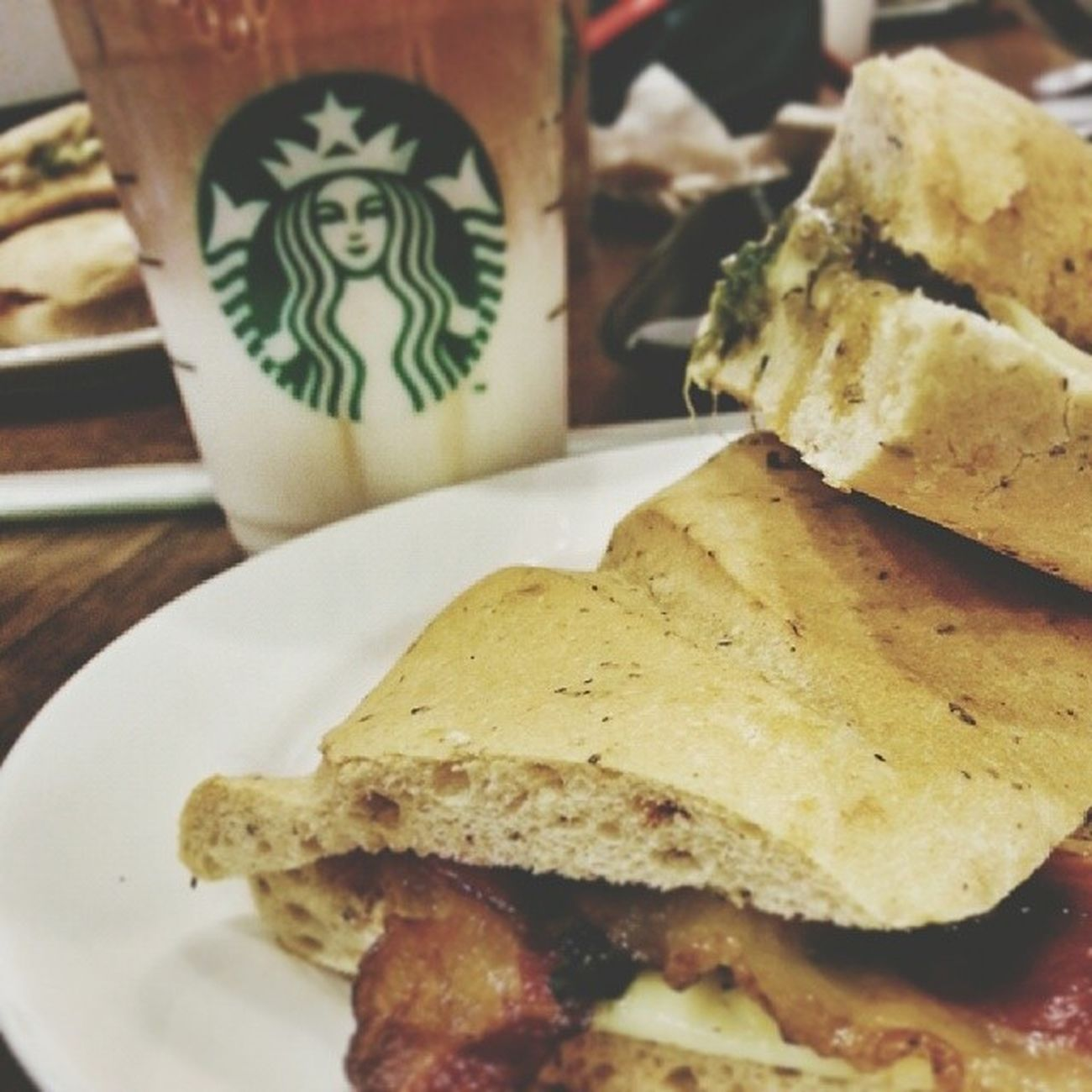 bacon and cheese ciabatta and caramel macchiato ♥ Starbucks Foodporn Hungergames Instabilbil