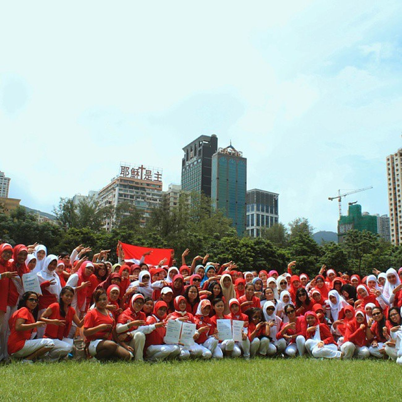 Declaration International Entrepreneurship Day By Indonesian Domestic helper in Hong Kong (Deklarasi hari E-SDMI Entrepreneurship Sumber Daya Migran Indonesia do Victoria Park,Hong Kong) Reallifehk @reallifehk Localiiz Entrepreneur Bmihk indonesia Hongkong