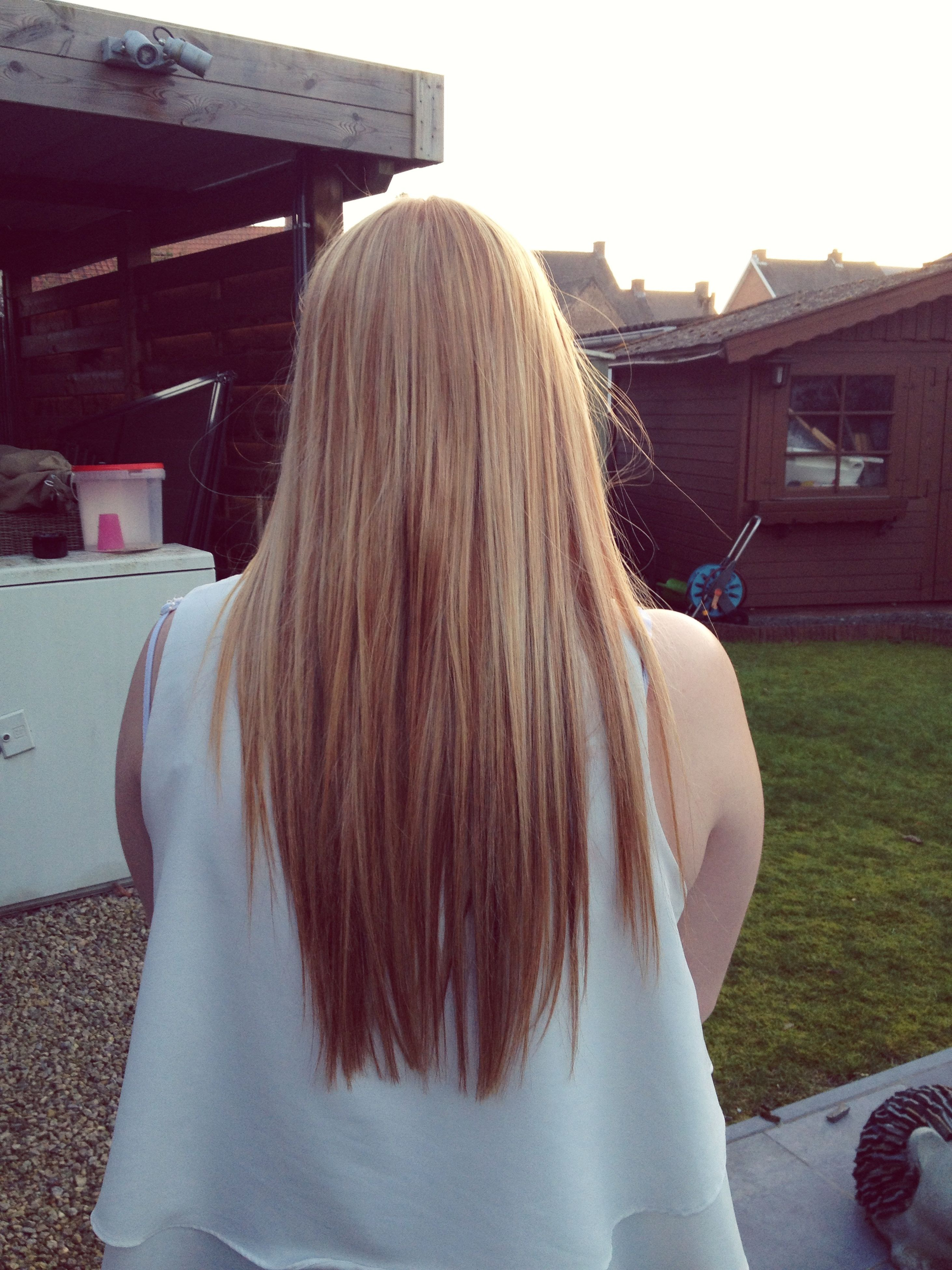 lifestyles, long hair, leisure activity, rear view, young women, blond hair, headshot, casual clothing, person, brown hair, young adult, sunlight, human hair, side view, relaxation, sitting, day