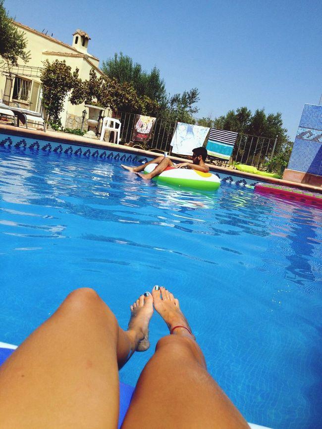 In The Swiming Pool Sun Espagne ??