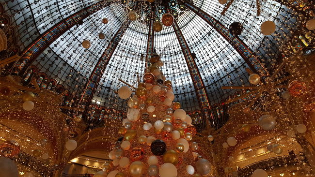 Shopping Paris ❤ Travelphotography Unfiltered Showcase: December Spectacular Being A Tourist How You Celebrate Holidays Christmas Tree