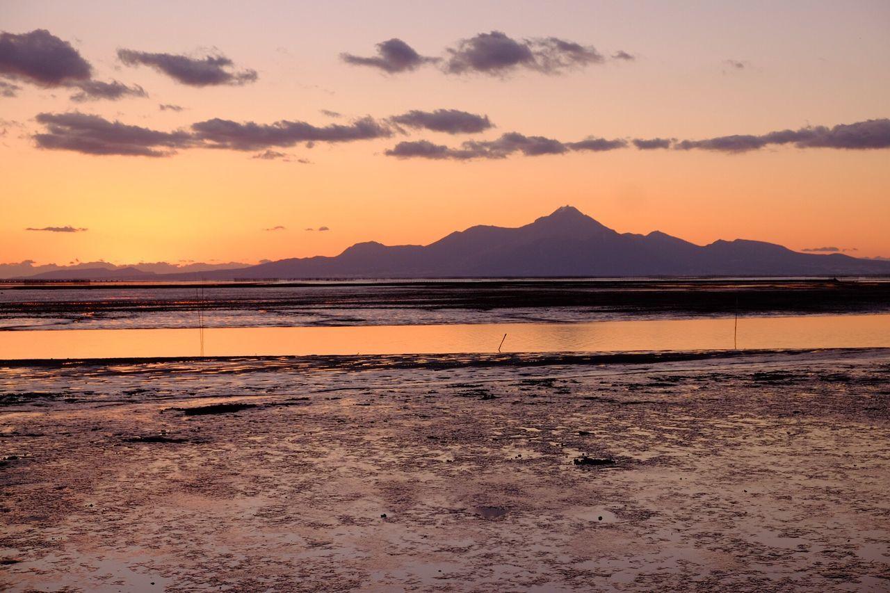 有明海の夕陽 Sea Sea And Sky Seascape Sea View Mountain Evening Evening Sky Sunset Beauty In Nature Nature Scenics Tranquility Tranquil Scene Sand Water Beach Outdoors Sky No People Landscape Day EyeEm EyeEm Gallery Fujifilm_xseries Fujifilm X-E2