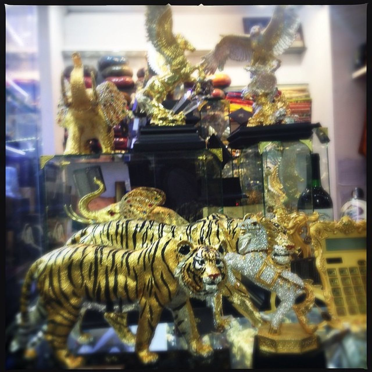 Tiger Airport Gold Blingbling Kitch Sothai Travelingalone Givemesomeblingbling