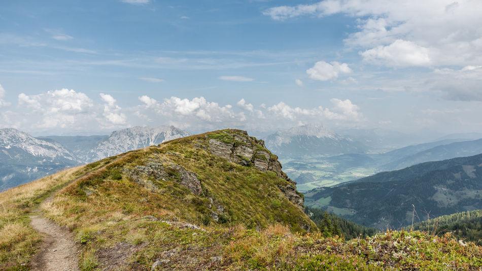 Aussicht Berge Blau Fels Gipfel Grass Grün Himmel Höhe Landschaft Natur Steine Tag Tal Wandern Weiss Wolken