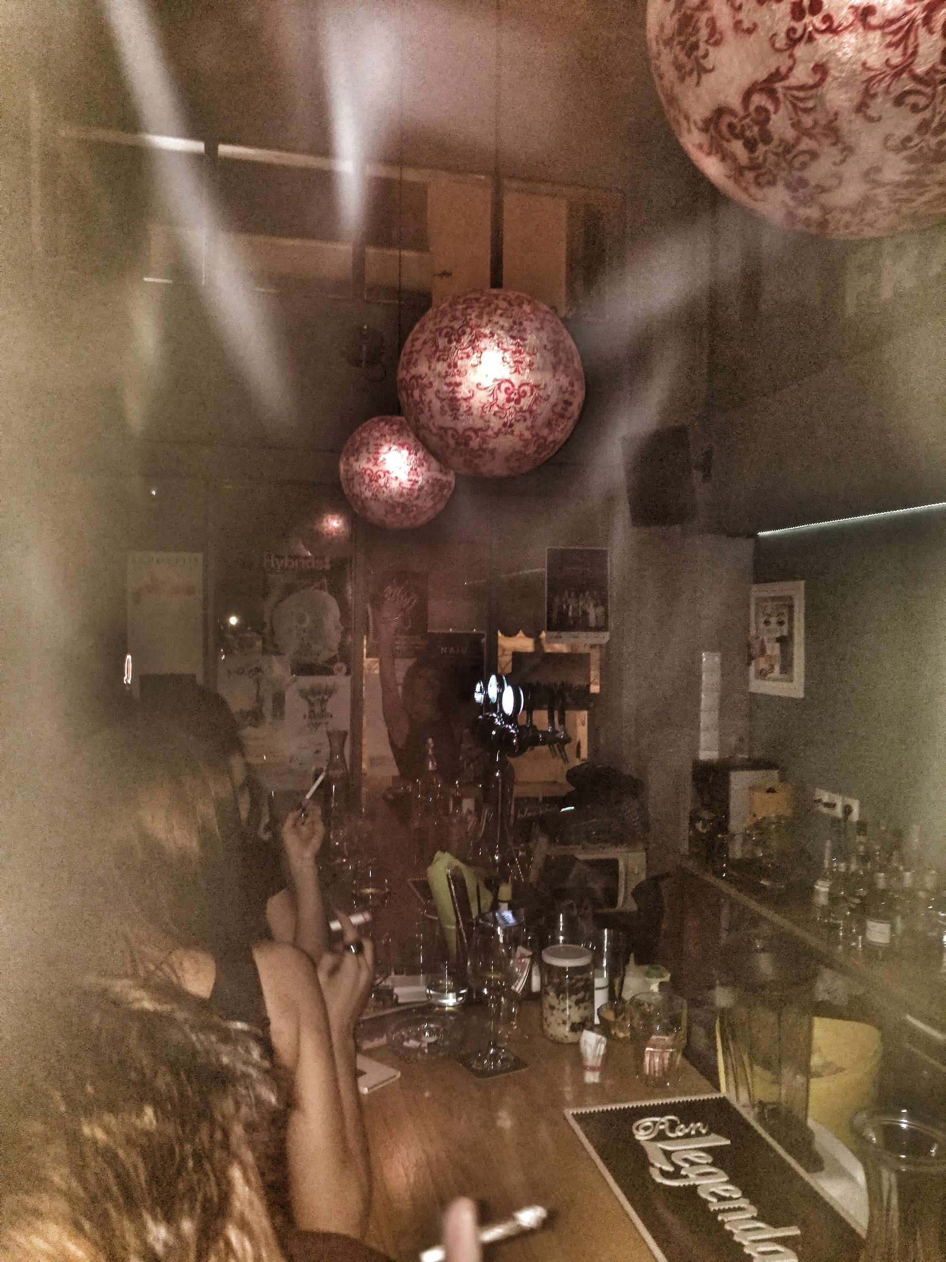 Athens Night Bar Fraubar Frau Nightout Smoke Drinks HuaweiP9 Huaweiphotography Huawei Huawei P9 Leica
