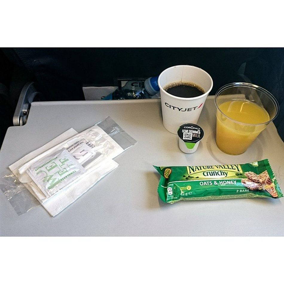 Lovely service with Cityjet 👌, beats Aer Lingus and Ryanair. Cityjet RJ85 Breakfast Service airfrance london londoncity