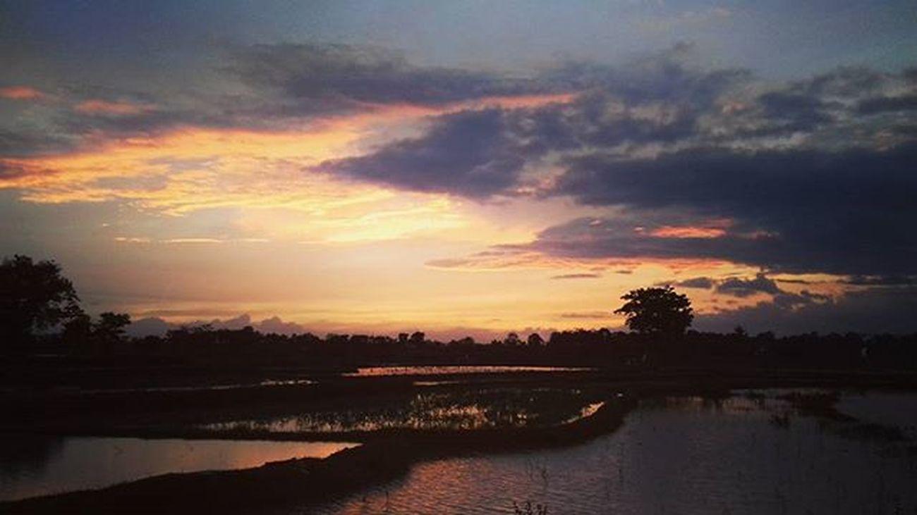 Senjaa di Tigaraksa 👍💕 TravelRack Sunset Indotravellers Instagunung Hijabtraveller Traveler Explorebanten