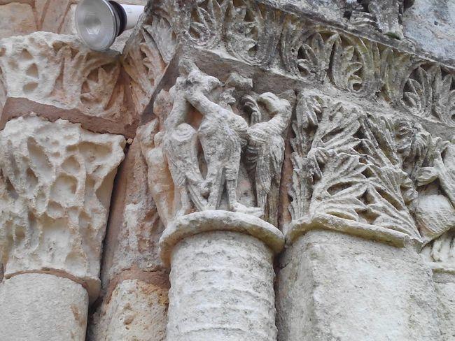Modillons. Art Roman